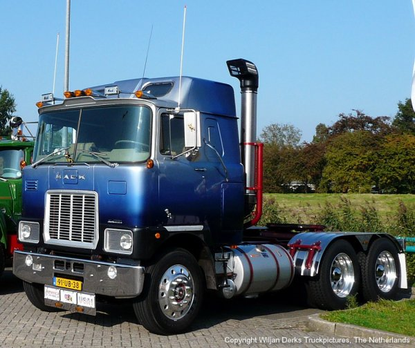 Mack F786ST Gijsbers, Loosbroek, The Netherlands at Mackday 2015