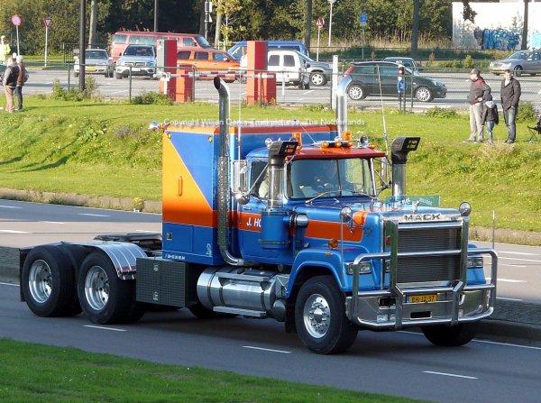 Mack Superliner Hoek Maarssen, The Netherlands at Mackday 2015