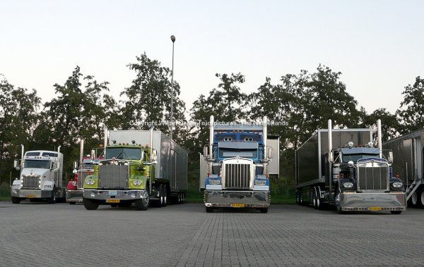 Some Dutch Kenworth trucks and a Pete at the Mackday 2015