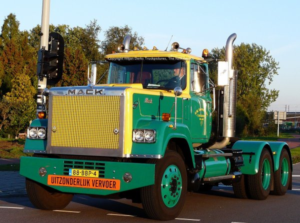 Mack Superliner Snippers, Enschede, The Netherlands at Mackday 2015