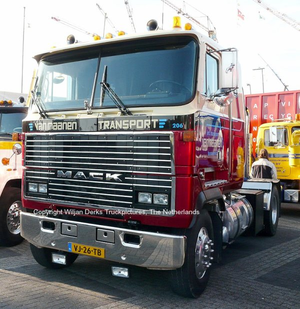 Mack Ultraliner Van Maanen, Barneveld, The Netherlands at Mackday 2015