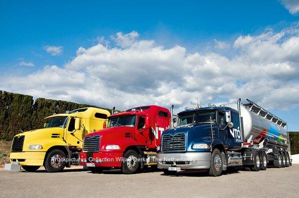 Mack CX Vision Trucks at Pinturas Monto, Marines, Spain