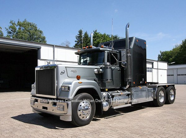 Mack Superliner RW613 V8 for sale at Rainbow trucks, Bielefeld, Germany