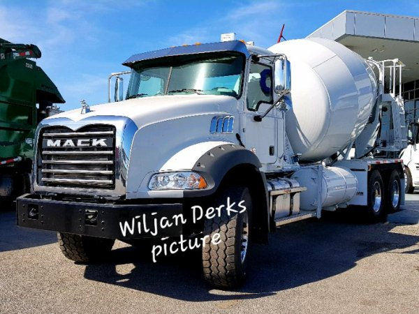 Mack Granite concrete mixer Vanguard, Buda, Texas, USA