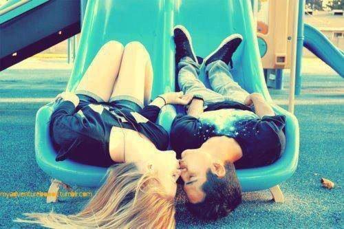 ls disent que nous sommes trop jeunes pour aimer, peut être qu'ils sont trop vieux pour se souvenir.