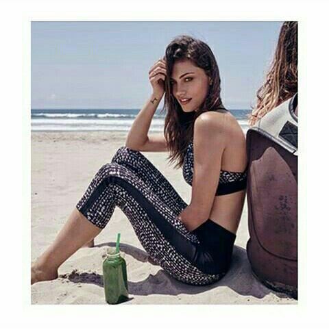 Voici des photos de Phoebe Tonkin pour Witchery Fashion