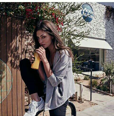 Voici des photos de Phoebe Tonkin pour Witchery Fashion
