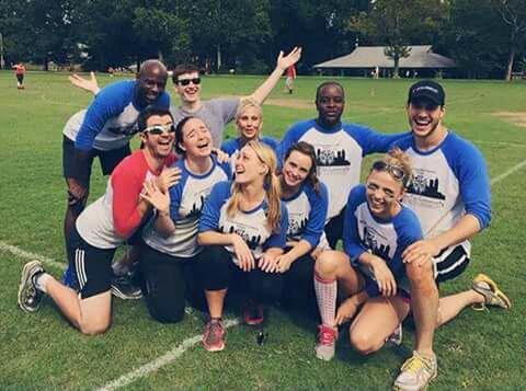 Chris Wood et Riley ont joués au kickball pour la charité à Atlanta, le 12 septembre
