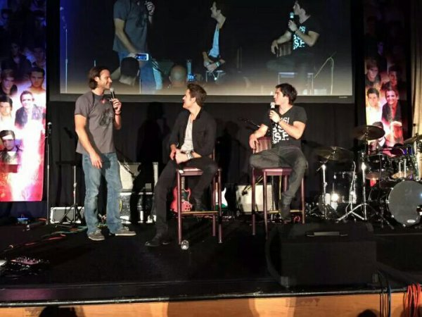 Jared avec Paul et Ian à la convention de The Vampire Diaries à Las Vegas , hier