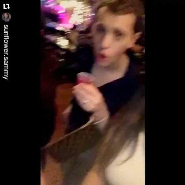 Voici une courte vidéo posté à l'origine sur Twitter où l'on voit Jared boire avec ses nouveaux amis dans un bar hier soir ou avant hier soir