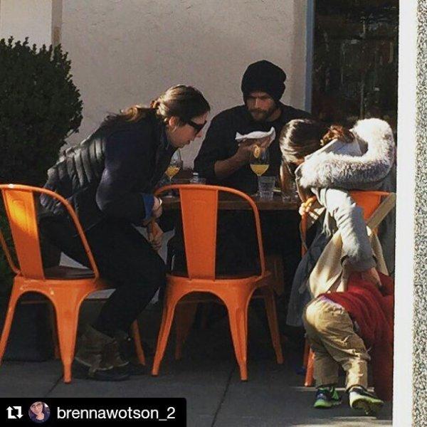 Jared , Geneviève , ses fils et une fan déjeunant , il y a trois jours à Sonoma en Californie