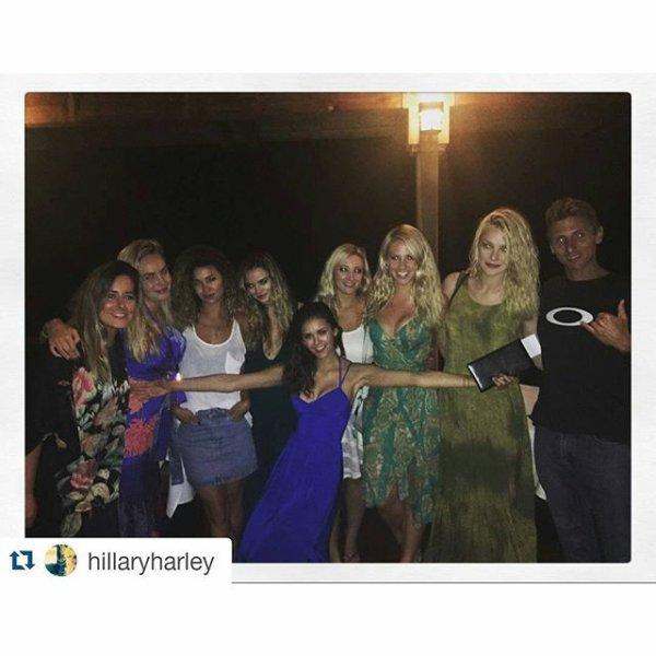 Voici quelques photos de Nina Dobrev avec ses amies sur l'ile de Maui à Hawaii ces derniers jours !