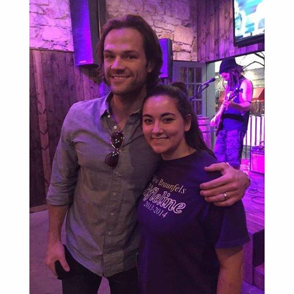 Jared avec une fan à Austin hier soir , Geneviève était d'ailleurs présente !