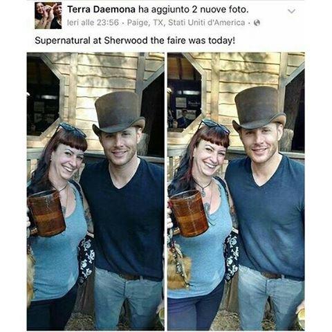 Jensen avec des fans à Sherwood Forest Faire, à Austin, hier ! ( partie 3 )