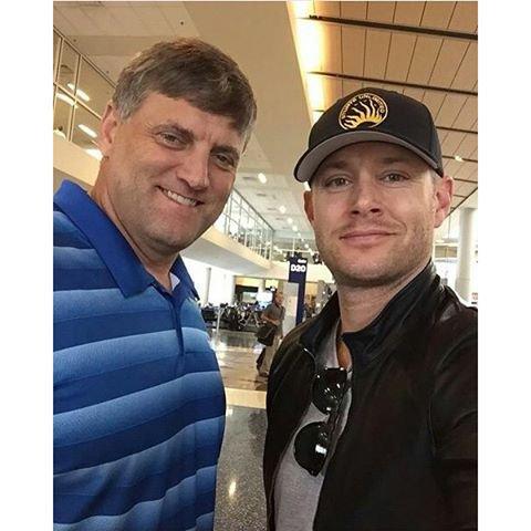 Jensen était avec un fan dans un avion venant de Vancouver avant hier