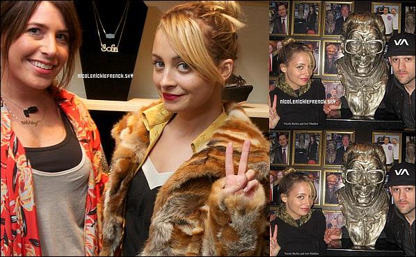14 Mars : Nicole & Joel posant au Harry Caray's Tavern Navy Pier and Sunda restaurant à Chicago.  16 Mars : Nicole s'est rendue dans la boutique de vêtements et accessoires Sofia.