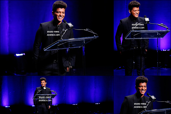 30/01/14 : Bruno Mars était a une conférence de presse pour le « Super Bowl » au Rose Theater à New York City.     • Bruno fera a son tour une performance pour la finale sportif du « Super Bowl 2014 » il sera accompagné des Red Hot Chilli Peppers.