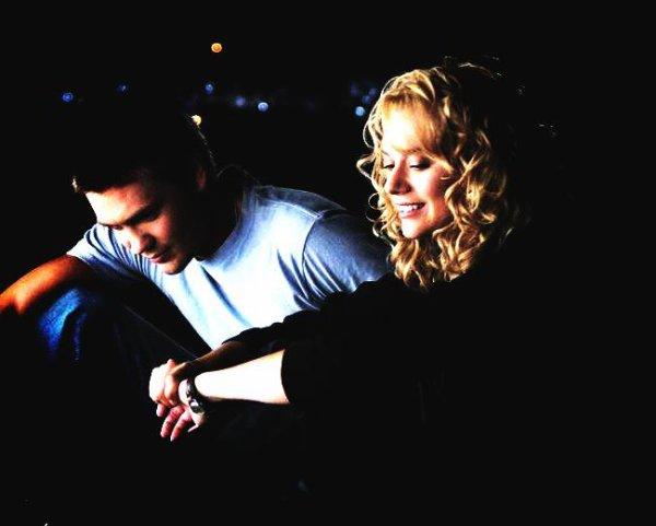 """# L'acte d'amour le plus parfait est le sacrifice, cacher ses sentiments pour pouvoir être bon ami. Je t'aime et je crois que je t'aime depuis que nos regards se sont croisés mais si ce que tu veux c'est que je te laisse tomber alors je vais le faire. """"Les frères scott, Peyton"""" ♥"""