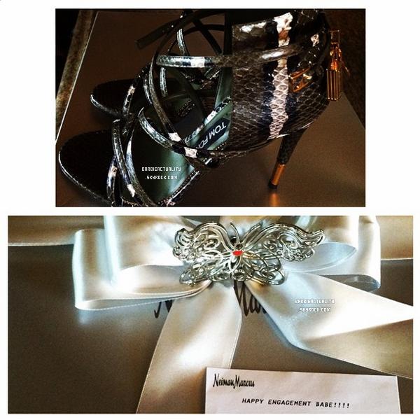 • • • 29/08/14: Sheldon a offert un cadeau, de magnifiques chaussures, à Barbara pour leurs fiançailles. • • • #Instagram