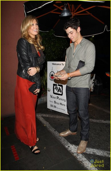 """Nick & Delta au """"Fogo de Chao"""" à Los Angeles."""