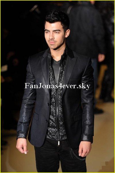 Joe au défilé de Calvin Klein à Milan