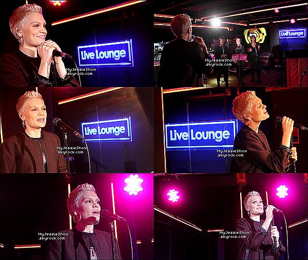 ... 19/09/13 : Jessie Jétait l'invitée duBBC Radio 1 Live Lounge, elle y a interprété tout ces singles ...
