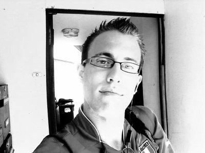 une tof avec mes lunette pour une fois une tof ou je fe la tete pour une foi et une tof ou je suis fatigue pour une foi mdr