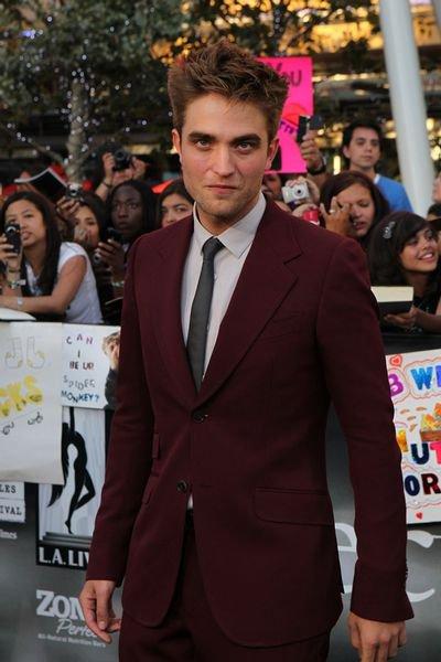 Robert Pattinson veut être méchant (Il envie Simon Cowell qui peut insulter les gens à longueur de journée)