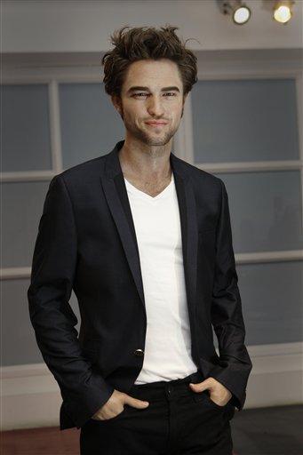 Robert Pattinson fait tomber les filles au musée de Madame Tussauds