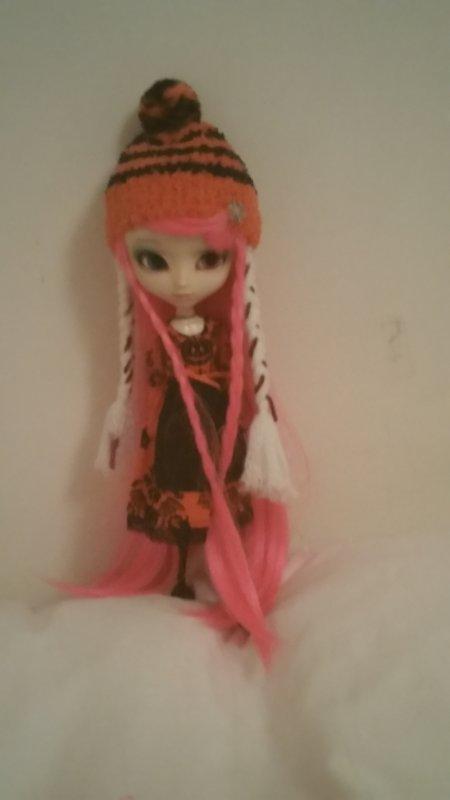 voici la wig rose de ma puce ^^