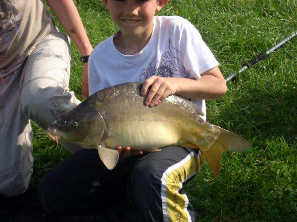 samuel 10 ans avec sa carpe