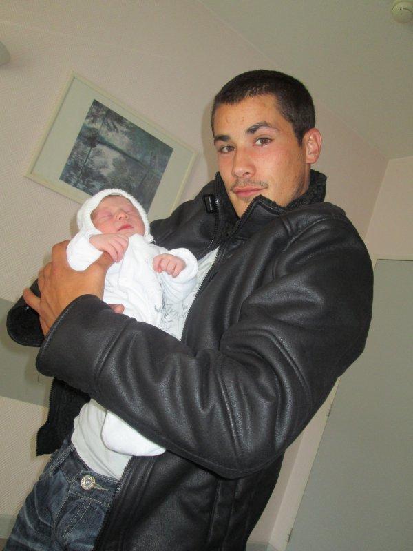Papa Et Son Bébé <3