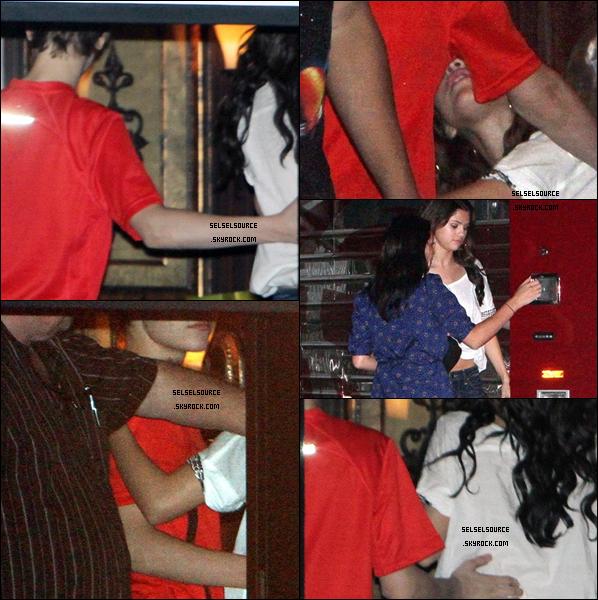 .Samedi 18 décembre 2010 ... Selena en train de rentrer dans le bus de Justin Bieber. .