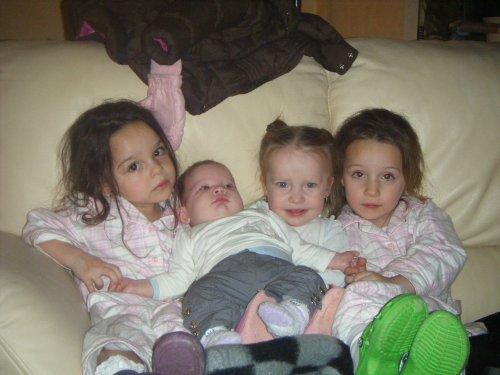 Clara, Manon, Lizéa, Fiona   (Le 23-12-2010)