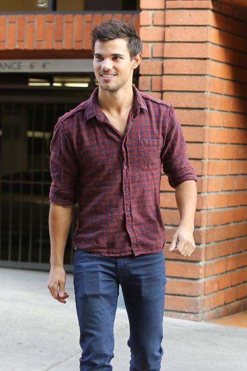 Taylor était de sortie pour aller déjeuner à Toscana en Californie: le 6/12/12