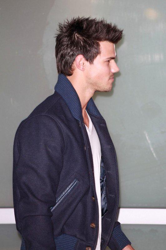 Taylor était de sortie au Staples Center: Le 9 Janvier 2013