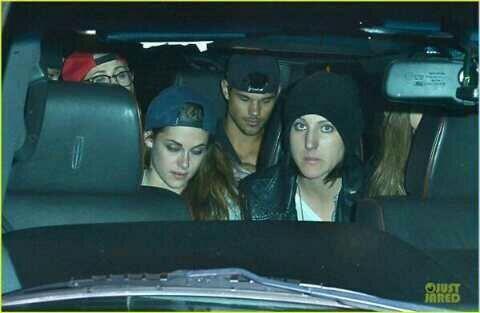 Taylor et Kristen a la sortie d'un concert le 5 Mars