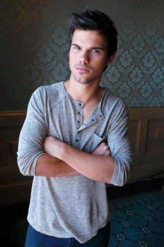 Nouvelles photos de Taylor a la conférence de presse Grown Ups 2 18/04/2013