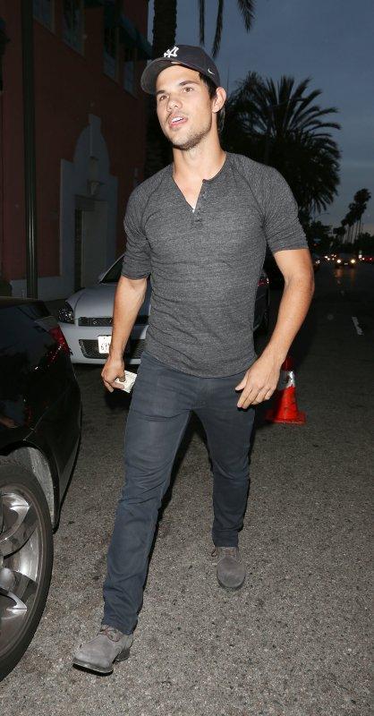 Taylor de sortie ce 24 avril pour aller dîner au restaurant
