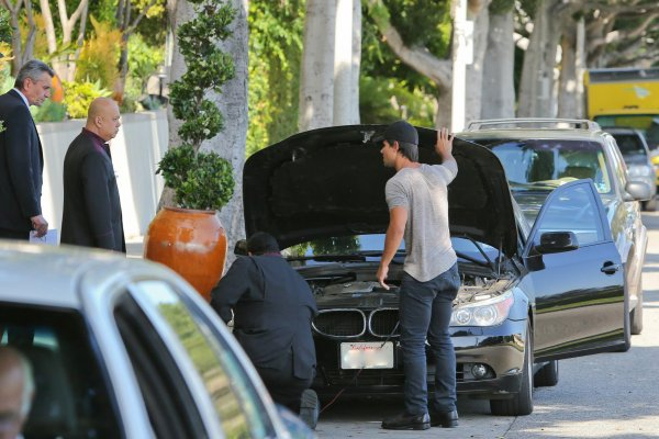 Taylor quittant L'Ermitage Beverly Hills Hotel