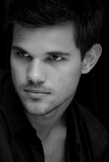 Jacob-Renesmée-Taylor Lautner Breaking Dawn