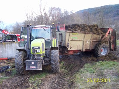 Tracteur claas Ares 836 rz avec épandeur Lebouch