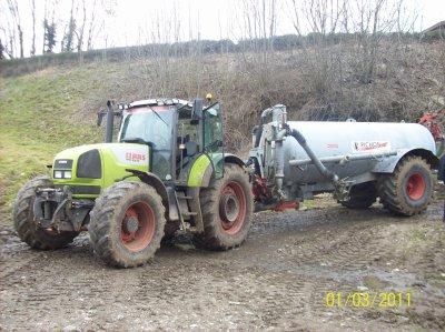 Tracteur CLAAS ARES 836 RZ avec tonneau à lisier Pichon de 10 500Litres