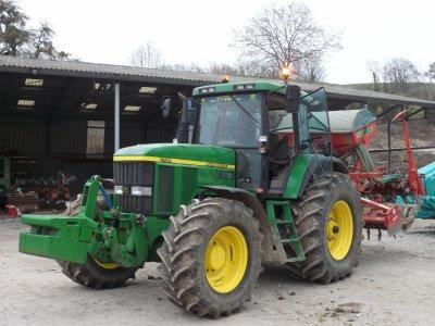 Tracteurs JOHN DEERE 7710 avec semoir Pneumadrill A-300