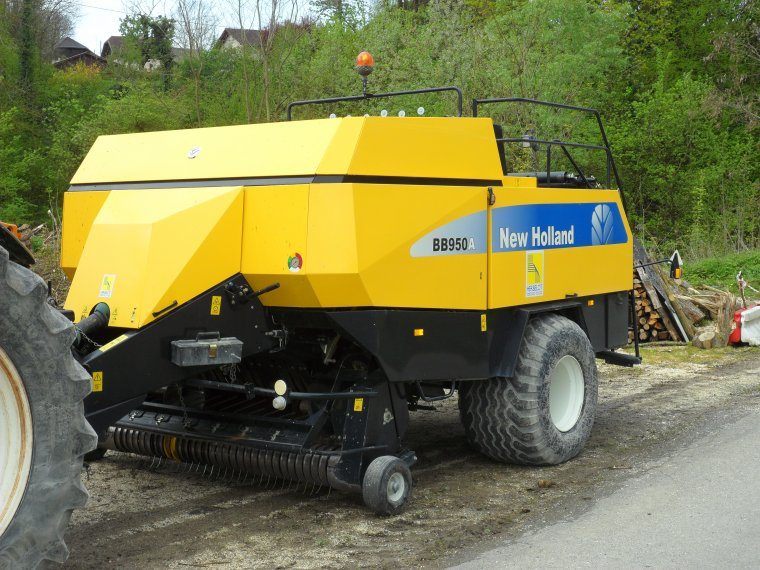 RENAULT ARES 816 RZ avec presse New Holland BB 950 A
