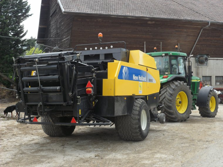 John Deere 7710 avec presse New Holland BB 950 A