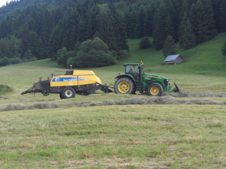 John Deere 7720 avec presse New Holland BB 950 A