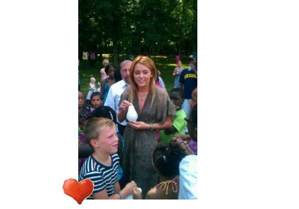 19/07/11 Miley s'est rendu à l'évènement << Kids Kicking Cancer >> dans le Michitan .