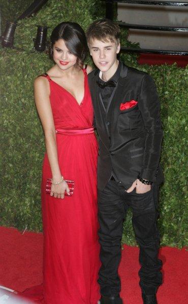 Justin officialise avec Selena! Enfin!