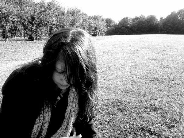 """"""" C'est fini, je n'aimerais plus jamais personne. Parce qu'à partir du moment où on aime quelqu'un, on lui ouvre notre c½ur. Et là, ça devient compliqué, car on donne à cette personne le pouvoir de nous faire du mal, de nous détruire. Et généralement, quand les gens ont ce pouvoir, ils ne s'en privent pas. On n'a rien à perdre quand on n'aime personne. """""""